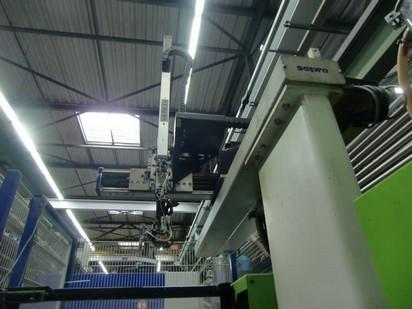 1 Robot  pour machines plastiques