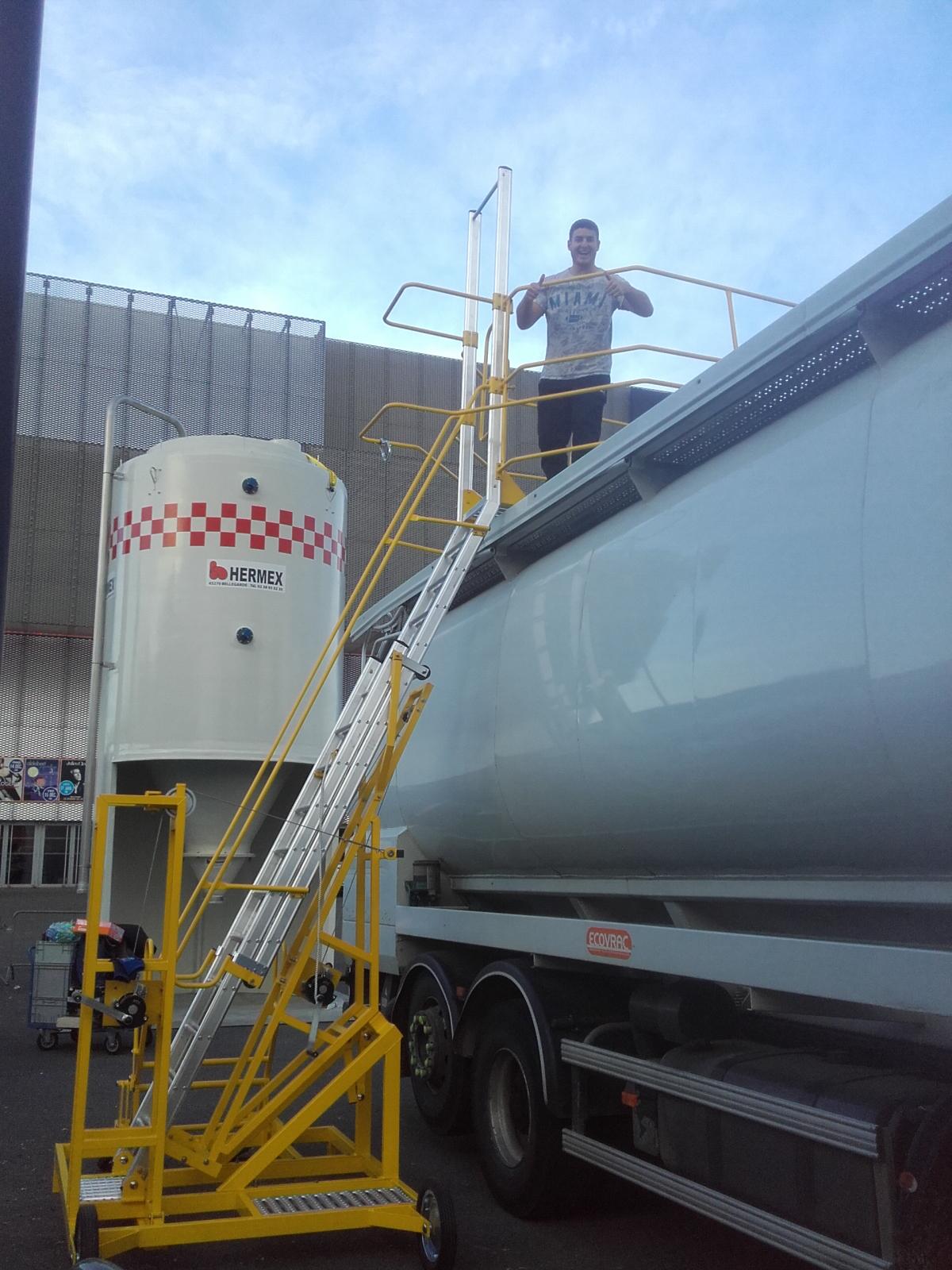 NOUVEAU : TRIAX - Echelle mobile d'accès latéral sur citerne ou conteneur